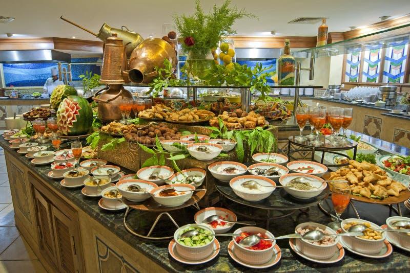 Het buffet van de salade in een restaurant van het luxehotel royalty-vrije stock fotografie