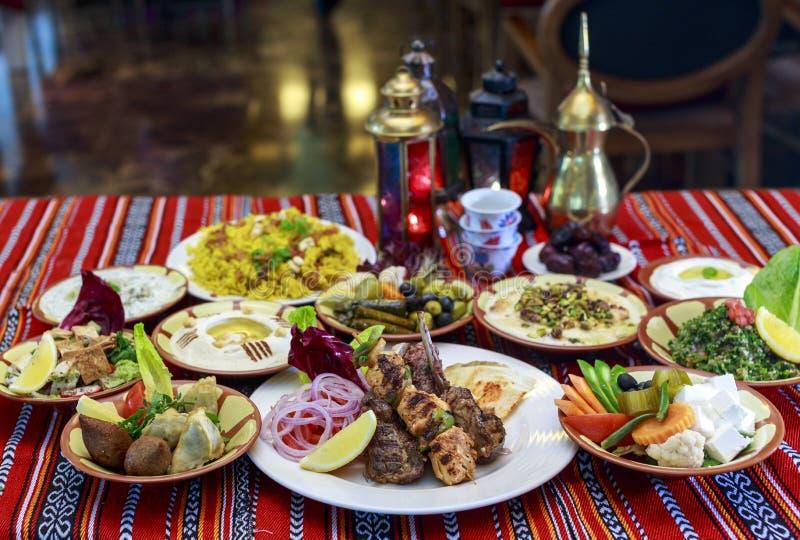 Het Buffet van Ramadan Iftar of Suhoor- stock foto's