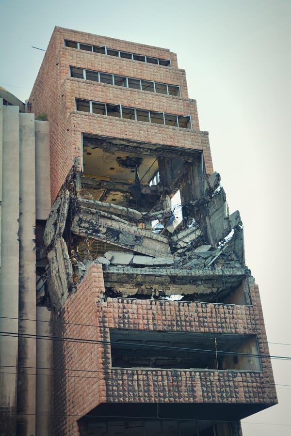 Het buitenschot van vroeger Joegoslavisch die Ministerie van Defensie op 7 Mei 1999 tijdens Verrichting wordt gebombardeerd veren royalty-vrije stock fotografie