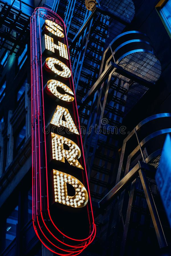Het buitenteken van Hotel Shocard regelt af en toe in New York stock foto's