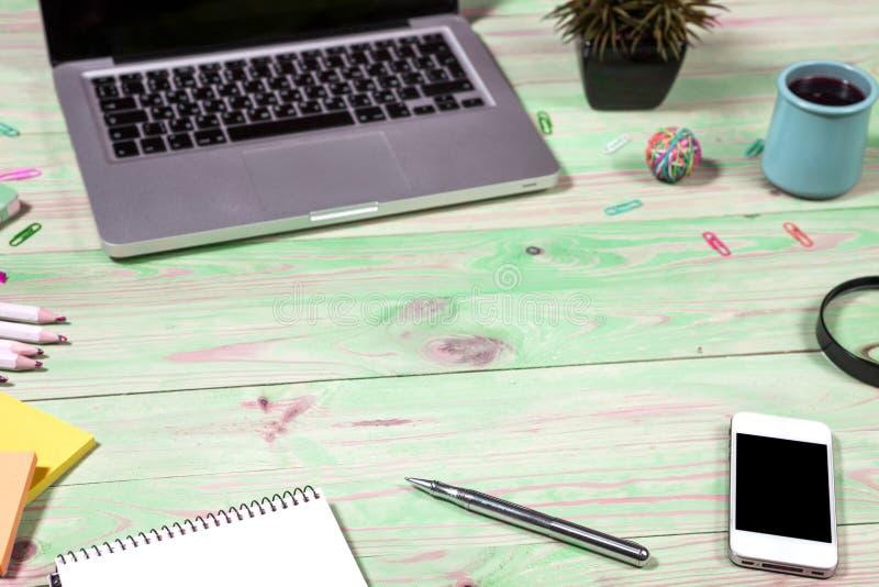 Download Het Bureau Van De Bureaulijst Met Reeks Kleurrijke Levering Stock Foto - Afbeelding bestaande uit bureau, verfrommeld: 114228294