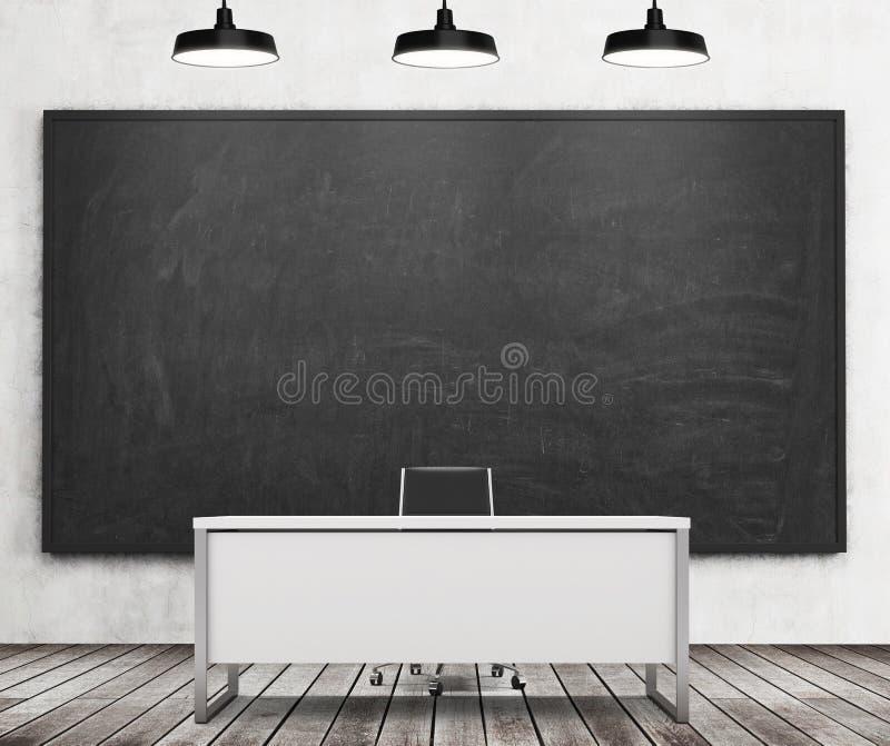 Het bureau van de leraar of van de professor op een moderne universiteit Een reusachtig zwart bord op de muur en drie zwarte plaf royalty-vrije illustratie