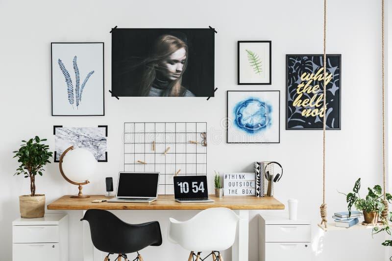 Het bureau van het ontwerper` s huis stock fotografie
