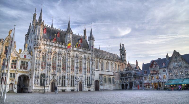 Het Burg-vierkant en de voorgevel van gotische stad hal, BRUGGE, BELGIË royalty-vrije stock foto's