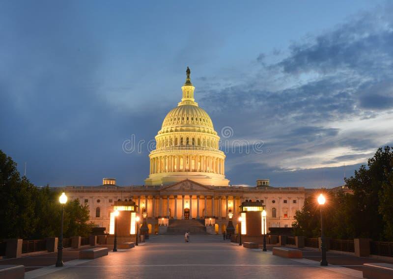 Het Capitool die van de V.S. oostelijke voorgevel bouwen bij nacht - Was royalty-vrije stock foto's