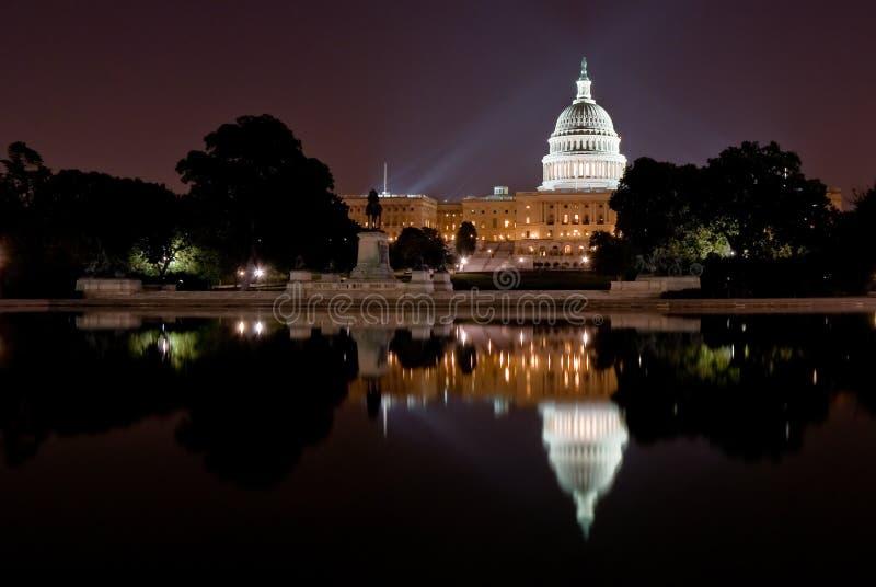 Het Capitool van Verenigde Staten bij nacht royalty-vrije stock foto's