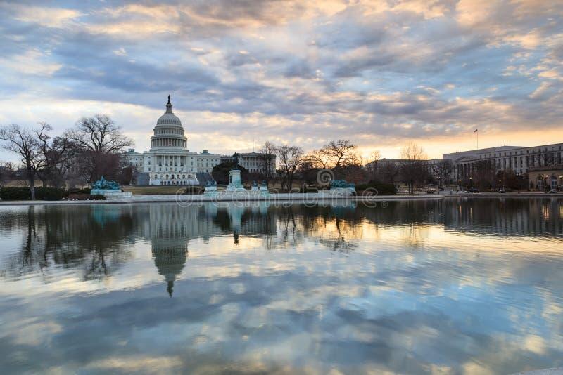 Het Capitoolbezinningen van de V.S. van de Washington DCzonsopgang royalty-vrije stock fotografie