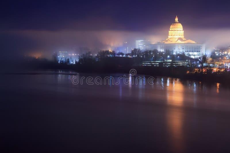 Het Capitoolhorizon van Missouri in de Mist royalty-vrije stock afbeelding