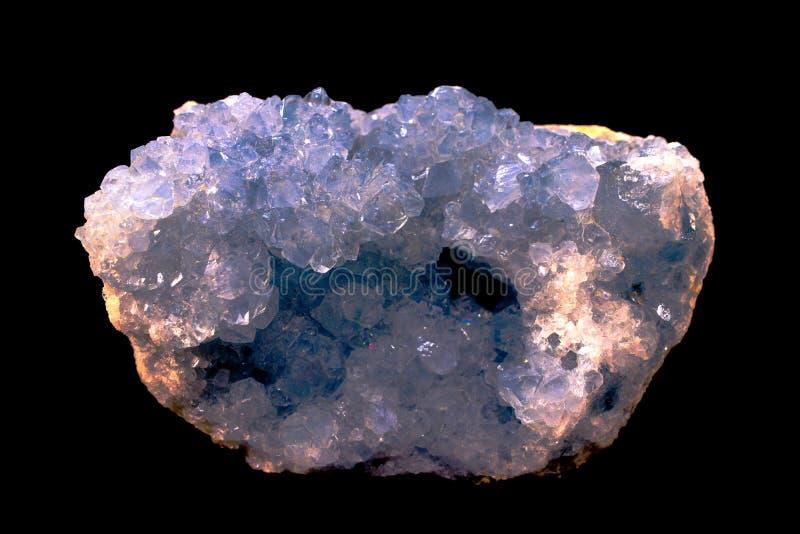 Het Celestitekristal, kristallen is een hoge trillingssteen royalty-vrije stock afbeelding