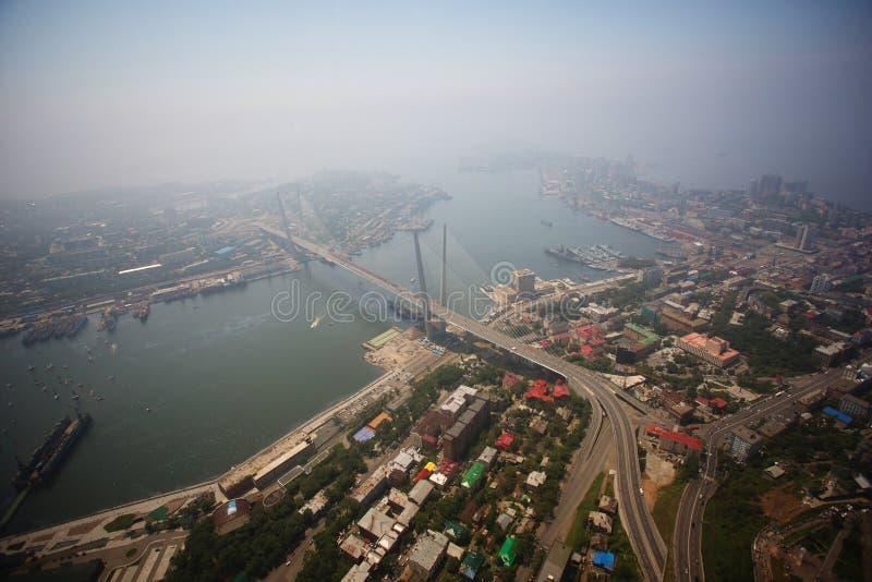Het centrale die deel van Vladivostok, uit een hoogte wordt genomen royalty-vrije stock foto's