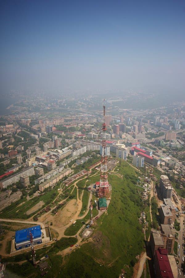 Het centrale die deel van Vladivostok, uit een hoogte wordt genomen royalty-vrije stock fotografie
