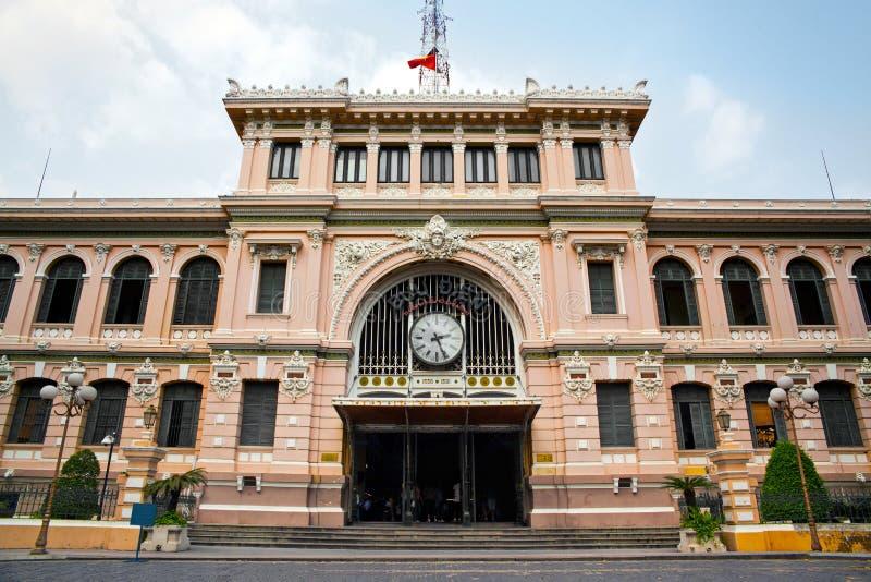 Postkantoor dat door Gustave Eiffel, Ho-Chi-Minh-Stad, Vietnam wordt gebouwd stock afbeelding
