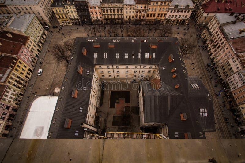 Het centrale vierkant van de stad van Lviv stock afbeelding