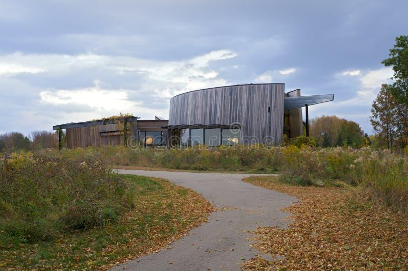 Het Centrum van de het Parkbezoeker van het de lentemeer royalty-vrije stock afbeelding