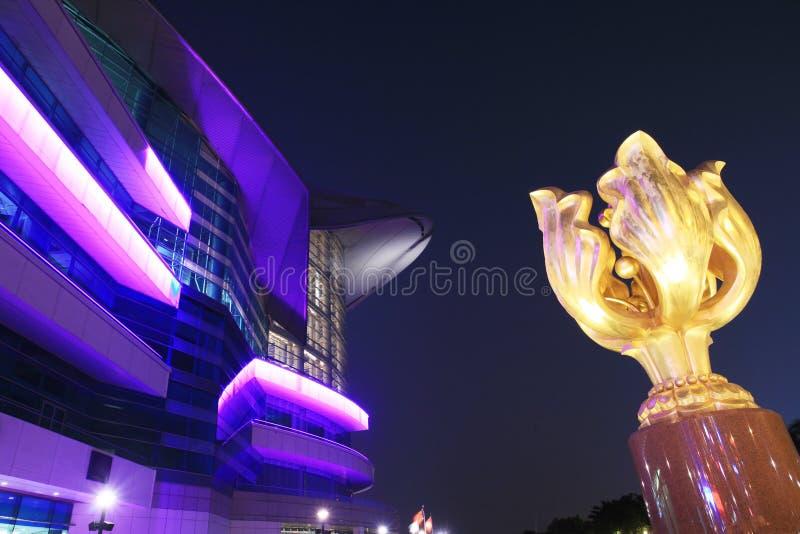 Het Centrum van de Overeenkomst en van de Tentoonstelling van Hongkong in nacht royalty-vrije stock afbeeldingen