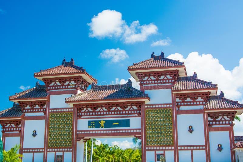 Het Centrum van het Nanshanboeddhisme, mening van de poorten en mooi met een bed in de vorm van een Pauw het Park is vijf sterren stock afbeelding