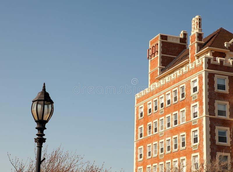 Het charmante ouderwetse gebouw stock afbeelding