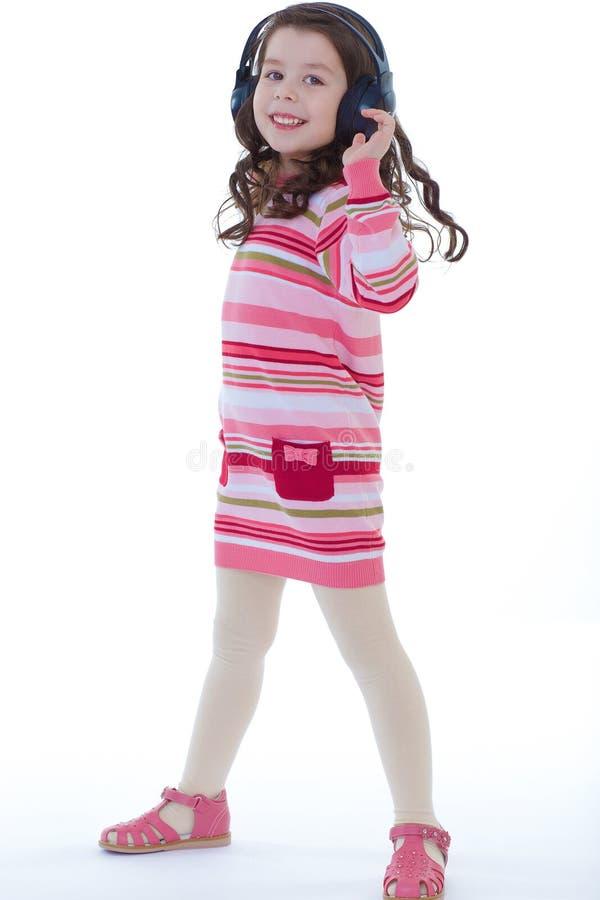 Het charmeren en zeer het muzikale meisje dansen. royalty-vrije stock afbeelding