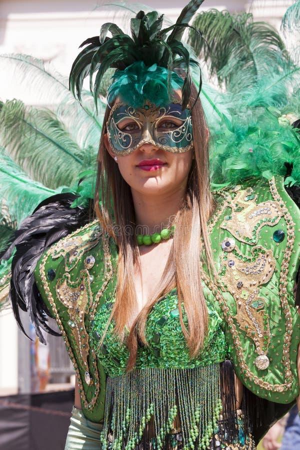 Het charmeren van Italiaanse vrouw in de Venetiaanse groene kleding van het kostuummasker stock afbeeldingen