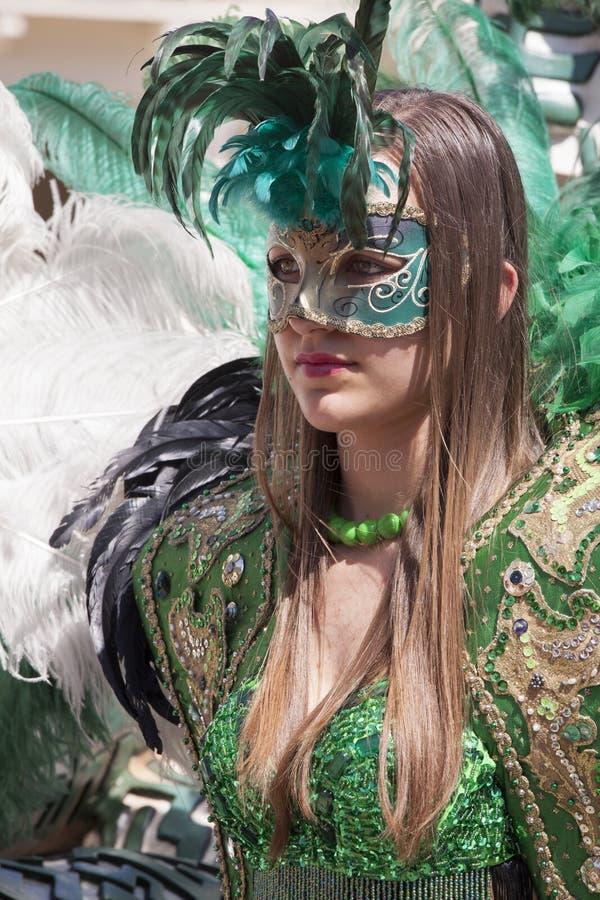 Het charmeren van Italiaanse vrouw in de Venetiaanse groene kleding van het kostuummasker royalty-vrije stock fotografie