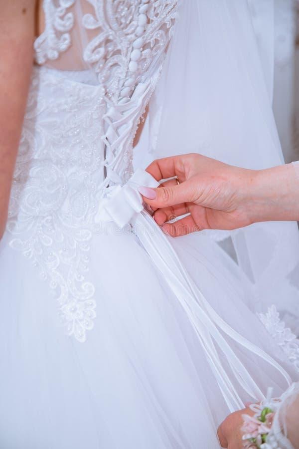 Het charmeren van unieke bruid treft voor huwelijk voorbereidingen royalty-vrije stock fotografie