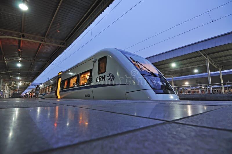 Het Chinese CRH snelle station van de treinpas royalty-vrije stock afbeelding