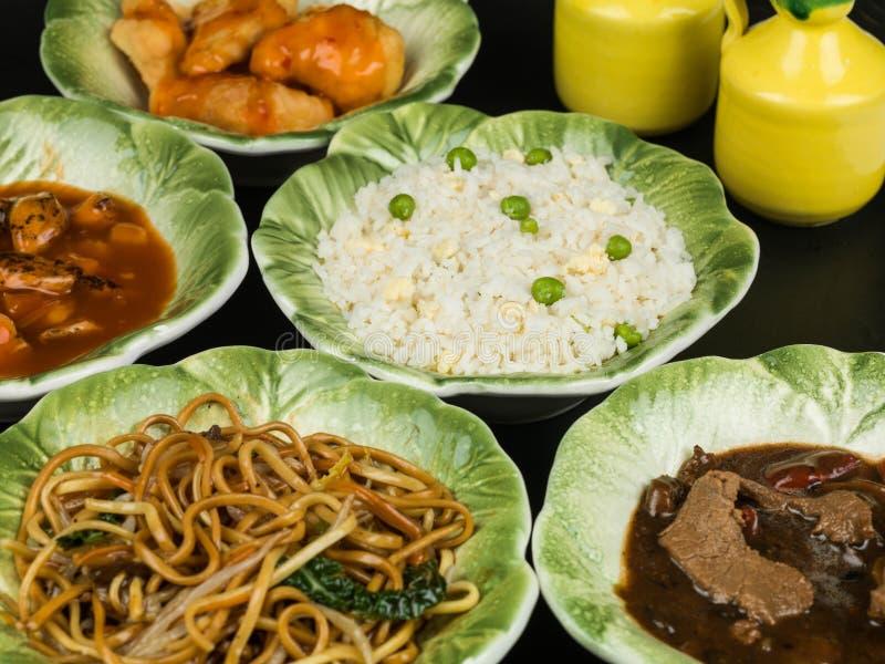 Het Chinese Kuiken van het Eifried rice vegetable noodles fried van het Voedselbuffet royalty-vrije stock afbeelding