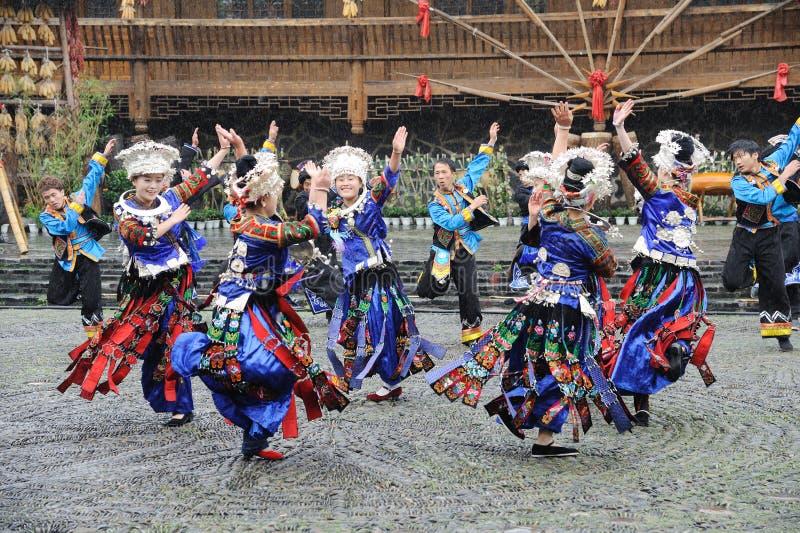 Het Chinese miao dansen stock fotografie