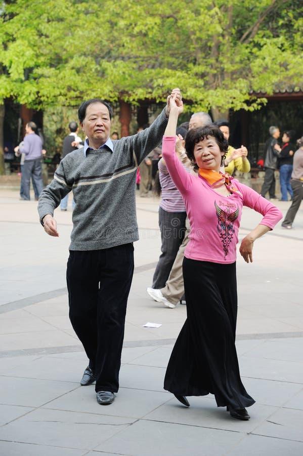 Het Chinese oude mensen dansen royalty-vrije stock foto's
