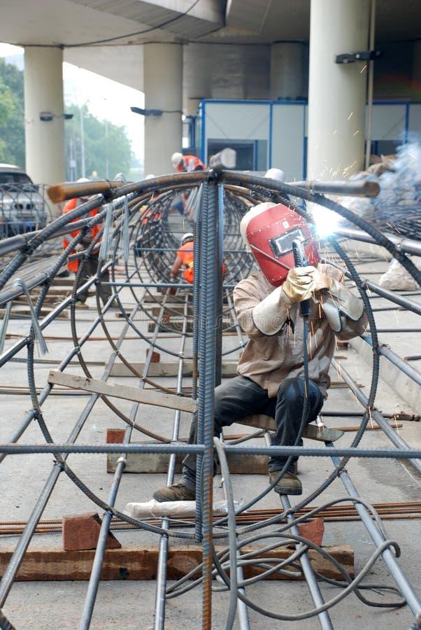 Het Chinese staal van het arbeiderslassen stock foto