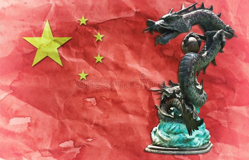 Het Chinese standbeeld van de Draak op Chinese vlag. royalty-vrije illustratie