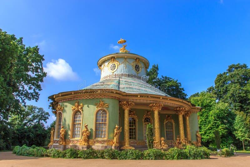 Het Chinese theehuis in het parkensemble van Sanssouci, Potsdam, Duitsland royalty-vrije stock afbeeldingen