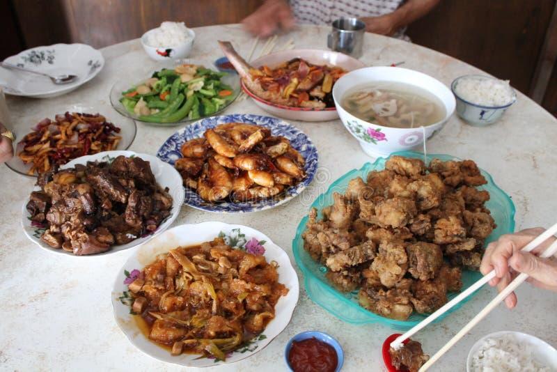 Het Chinese traditionele diner van de familiebijeenkomst stock afbeeldingen