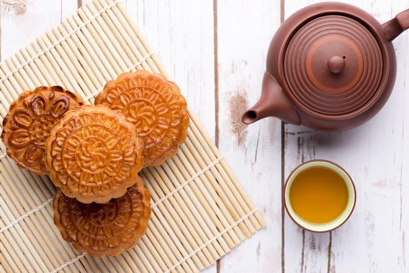 Het Chinese traditionele voedsel van de maancake voor de Chinese medio-herfst festiv stock fotografie