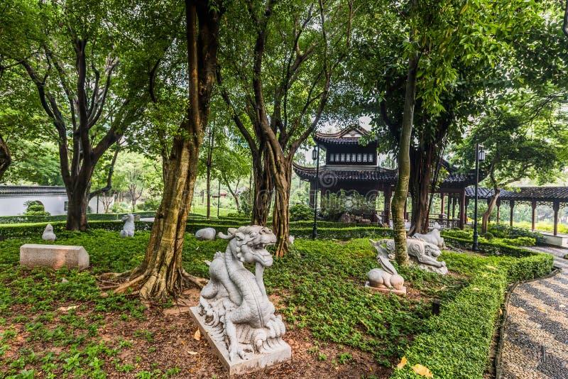 Het Chinese van de de standbeeldenkowloon Ommuurde Stad van de Dierenriemtuin Park Hong Kong royalty-vrije stock foto