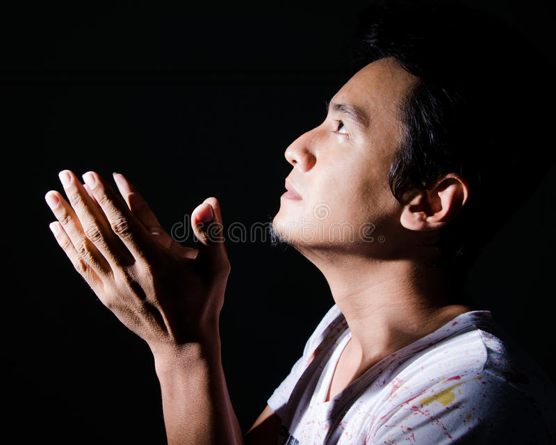Het christelijke mens bidden. stock afbeeldingen