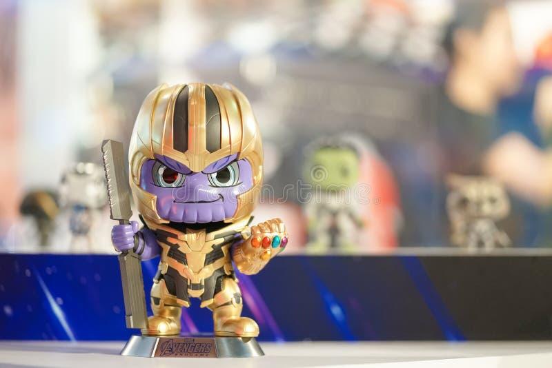 Het cijfer van de Thanosactie om de filmwrekers te bevorderen beëindigt Spel in fromt van theater stock fotografie