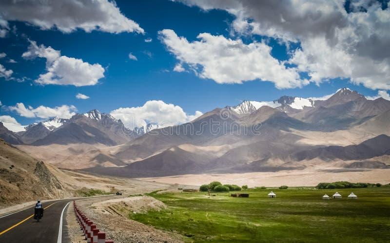 Het cirkelen op Weg Karakorum stock foto's