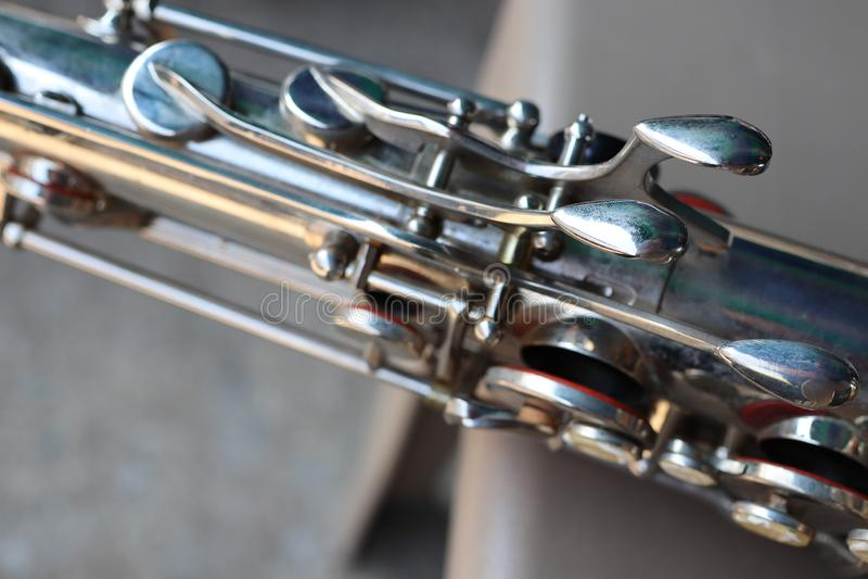 Het close-up Alto Saxophone kan in vele stijlen van muziek worden gespeeld, of it& x27; s klassieke pop stijl, jazz stock foto