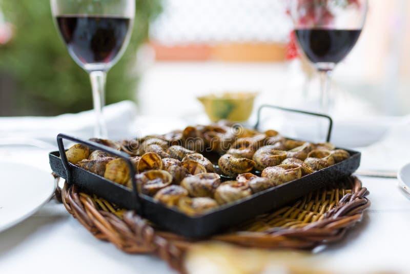 Het close-up van a kan van slakken Typisch Catalaans voedsel stock afbeelding