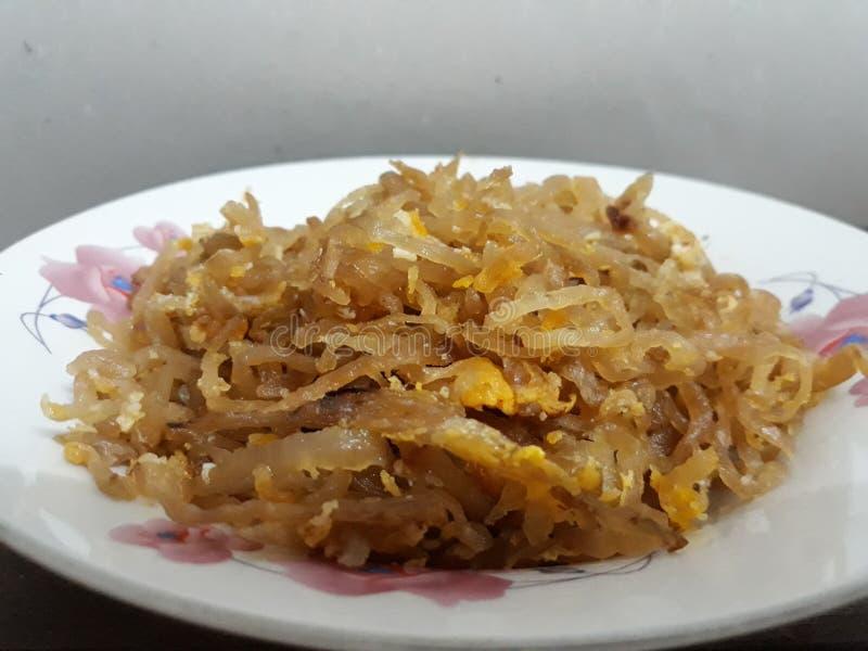 Het close-up, verscheurde radijs, braadde voedsel van de ei het Chinese stijl voor het eten met hete gekookte rijst stock fotografie