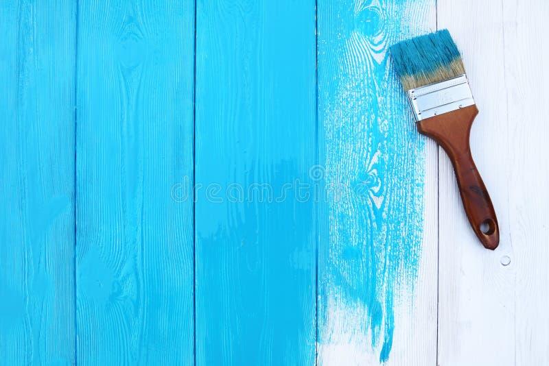 Het close-upbeeld van hobbelig houten tafelblad schilderde blauw royalty-vrije stock foto