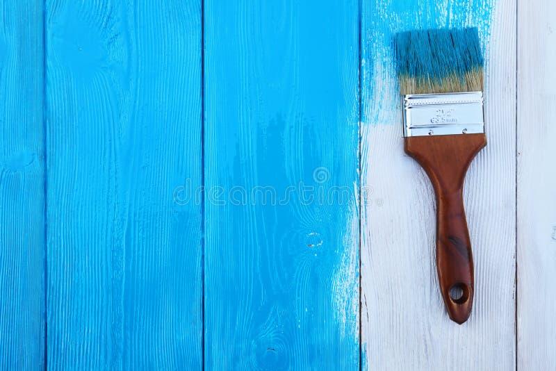 Het close-upbeeld van hobbelig houten tafelblad schilderde blauw royalty-vrije stock afbeeldingen
