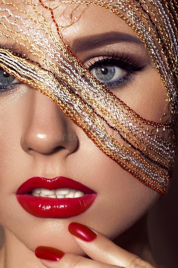 Het close-upportret van mooi model met helder maakt royalty-vrije stock afbeelding