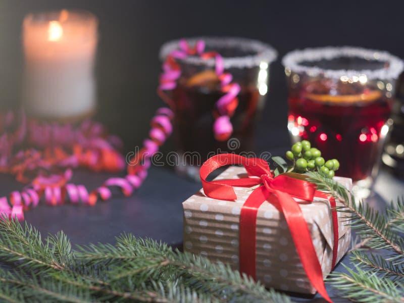 Het comfortabele van de Kerstmisgeest van het vakantiedecor huidige decor stock foto's