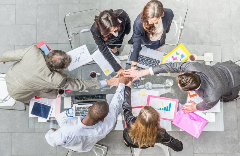 Het commerciële team jubelen stock afbeelding