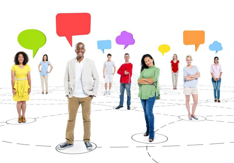 Het Communicatienetwerkconcept het behoren tot een bepaald ras van het Bedrijfsmensenpraatje stock afbeeldingen