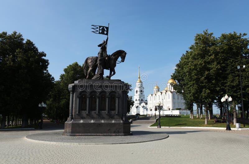 Het complex van historische aantrekkelijkheden in het park van de stad Vladimir, Rusland stock afbeelding