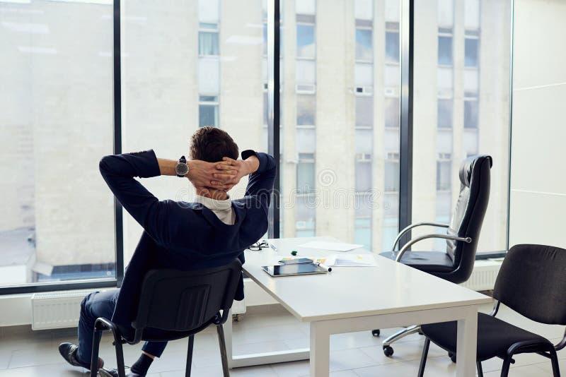 Het concept bedrijfssucces is een droomvakantie ontspant jong stock afbeelding