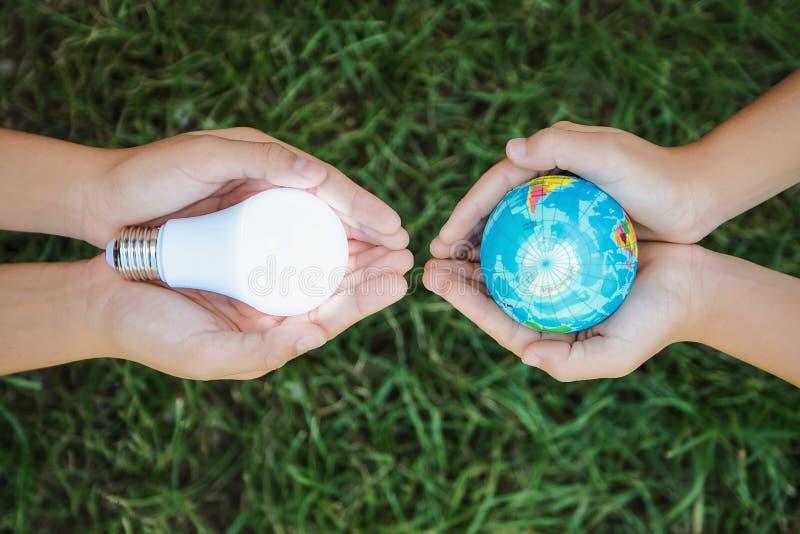 het concept bespaart energie voor groen stock foto's